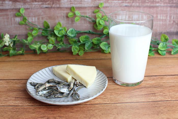骨密度,カルシウム,ちりめんじゃこ,骨量,Ca,チーズ,コラム,ひじき,小松菜