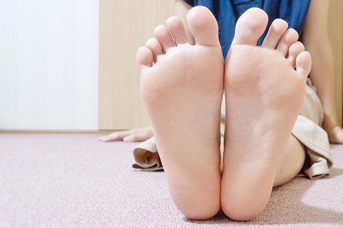 コラム,足,土踏まず,アーチ,タコ,ウオノメ,外反母趾,扁平足,足指遊び