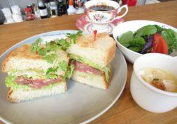 エイジングコーヒーと自家製パンが人気のカフェ